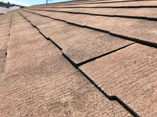 屋根の塗膜の劣化です