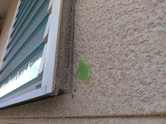 窓枠のひび割れ