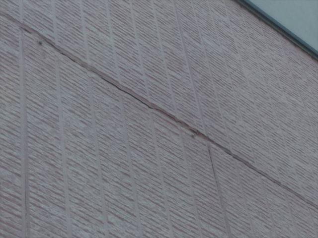 外壁のシーリングの亀裂