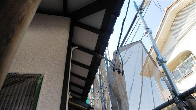 軒天の垂木の塗装