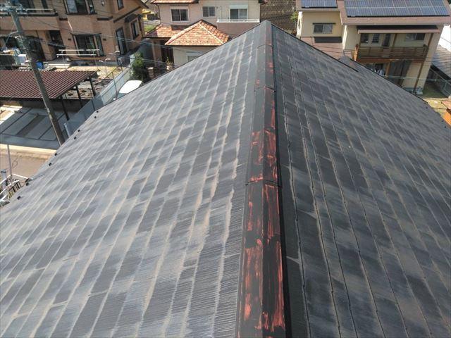 屋根の棟板金の塗膜の剥がれ