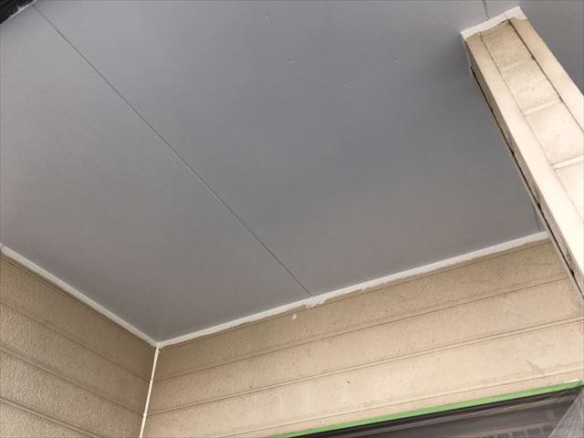 玄関天井の塗装、完了です