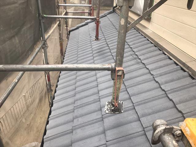 屋根の下塗り1回目です