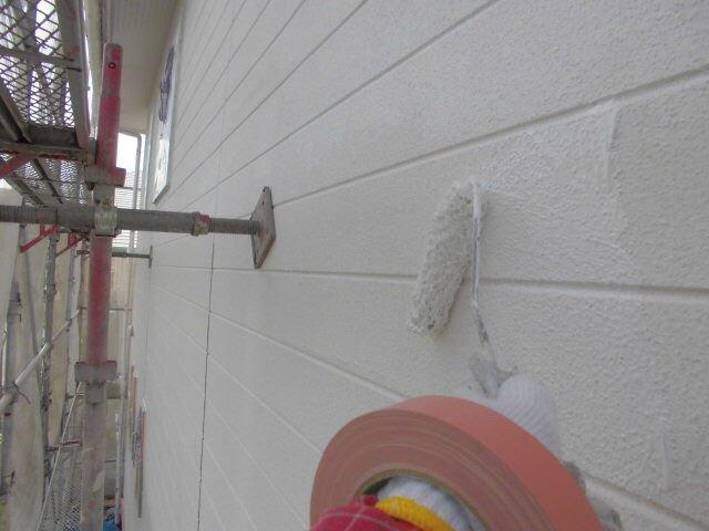 小牧市、外壁の下塗り