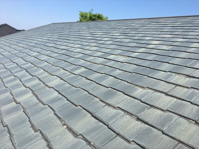 スレート屋根塗膜の色褪せ