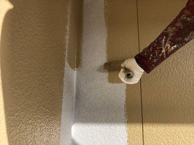 春日井市高森台で超低汚染シリコン塗料で外壁の中塗り塗装を行いました