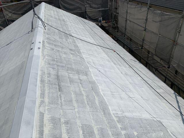 屋根の下塗り2回目です