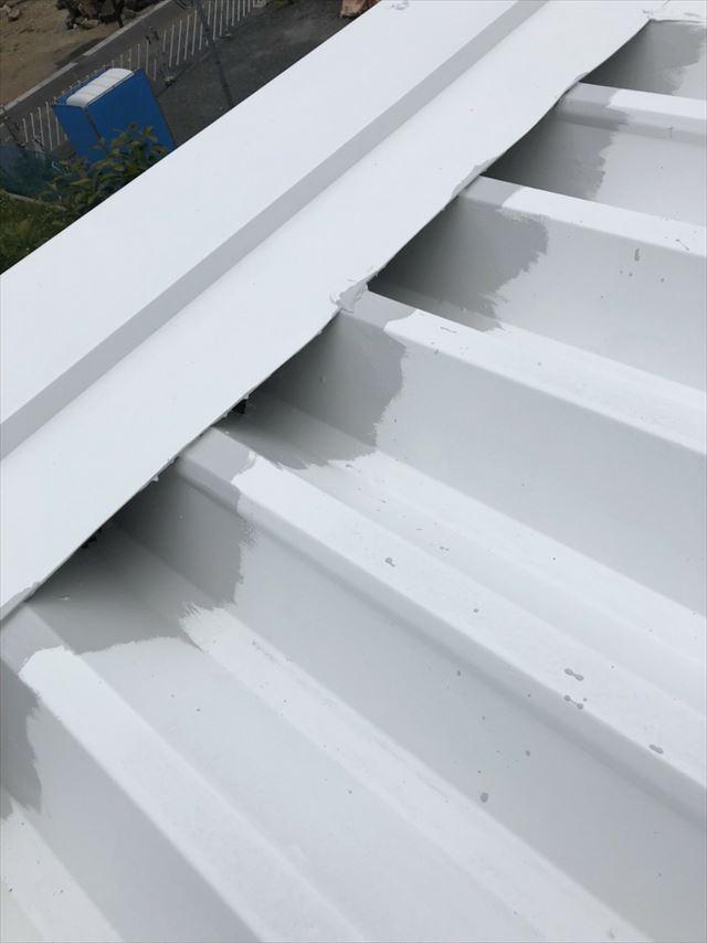 折半屋根の下塗り2回目塗装