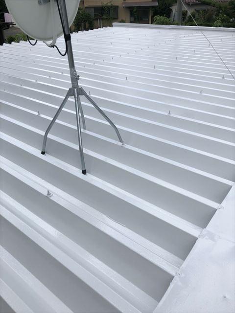 折半屋根の上塗り塗装です