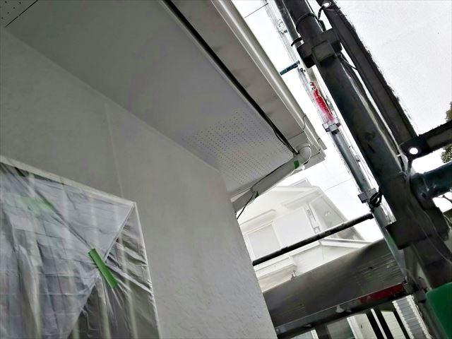 軒天井の塗装です