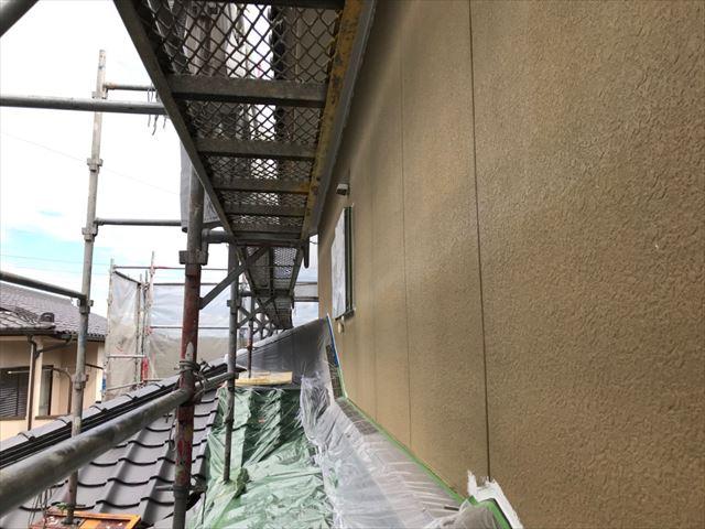 外壁下塗り1回目です