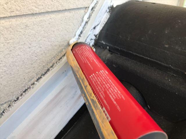 下屋根との隙間、コーキング補修