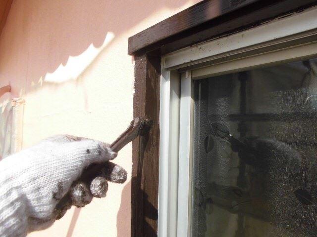 窓枠の塗装です