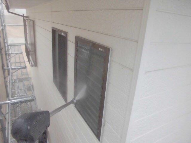 小牧市、外壁の洗浄です