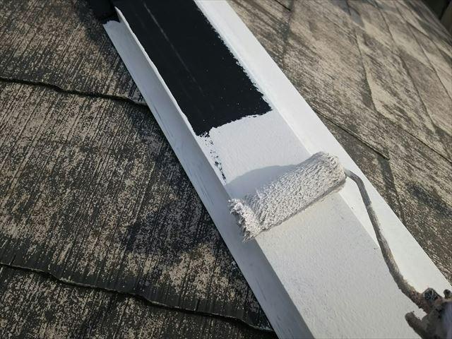 屋根棟板金の下塗り塗装