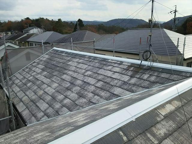 大屋根棟板金の下塗り塗装