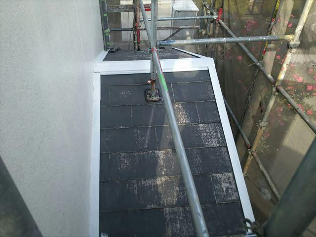 下屋根棟板金の下塗り塗装