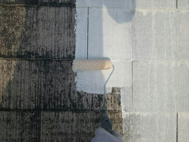 屋根の下塗り1回目、塗装