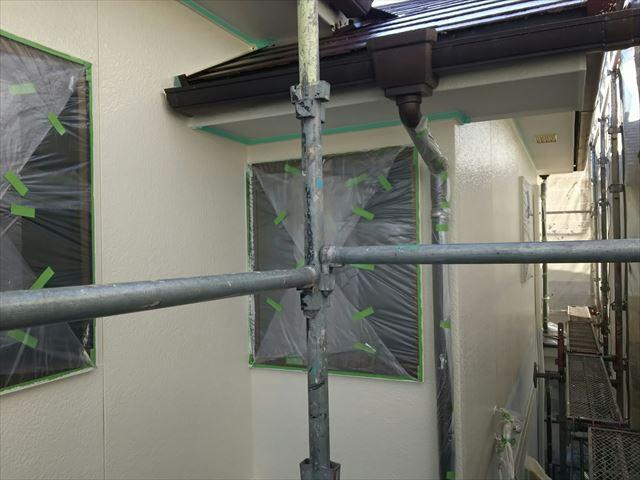 外壁の中塗り塗装、完了