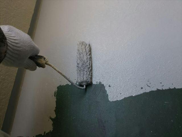 防水材を塗装します