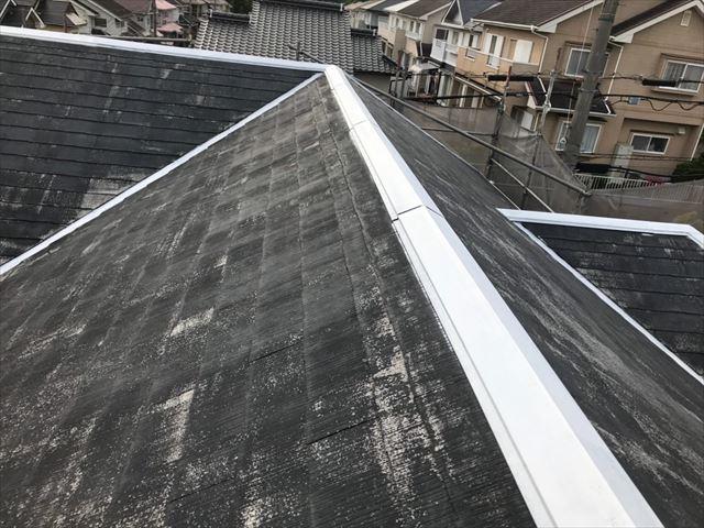 屋根の棟の板金の下塗り完了
