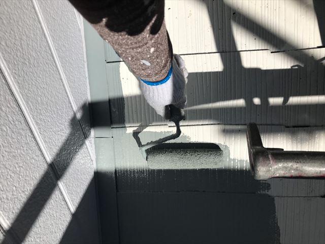 下屋根の塗装です