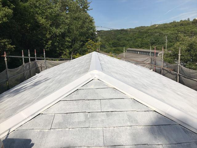 屋根の下塗り、完了です