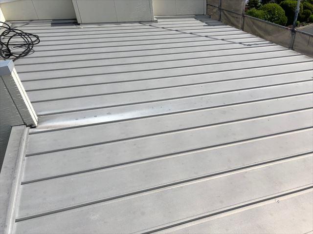 折半屋根の洗浄です