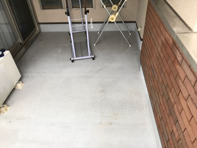 玄関まわりの洗浄です