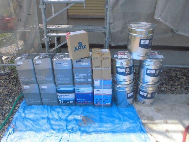 使用する塗料缶です