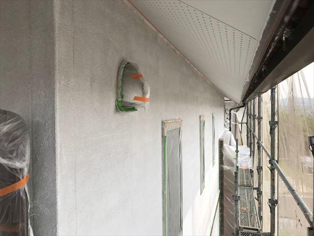 外壁の下塗り塗装です