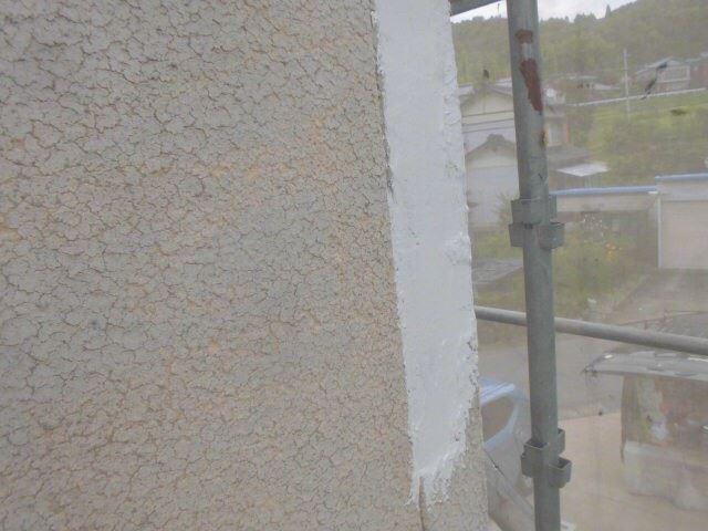 外壁の剥がれのコーキング補修