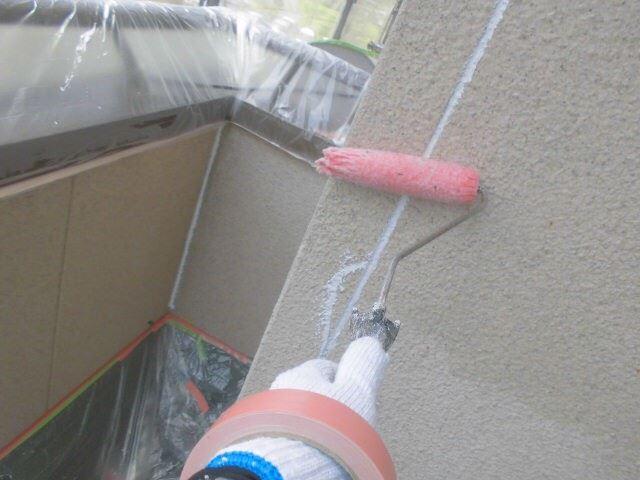 外壁の下塗り1回目塗装