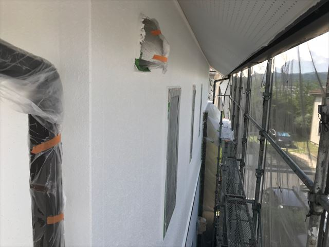 外壁の中塗り塗装、完了です