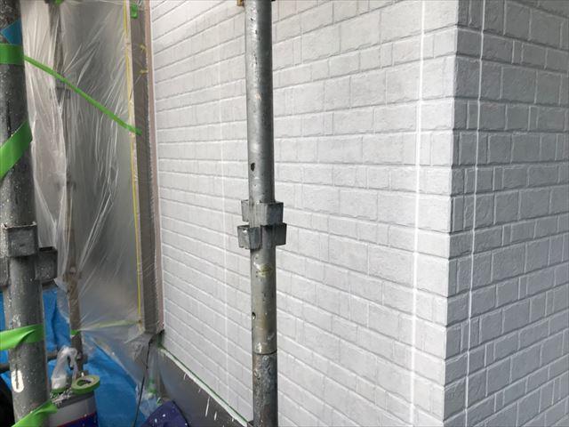 外壁の下塗り塗装、完了