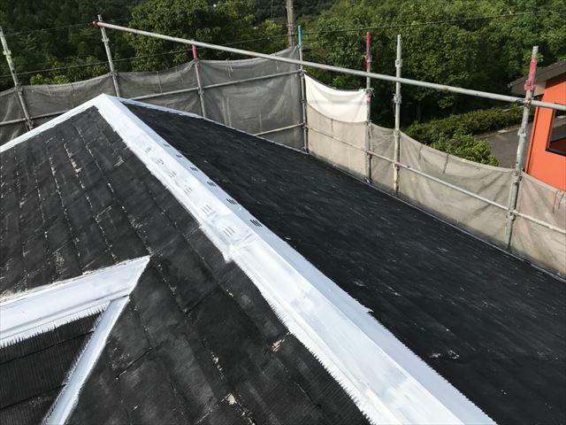 屋根の棟板金の下塗り塗装