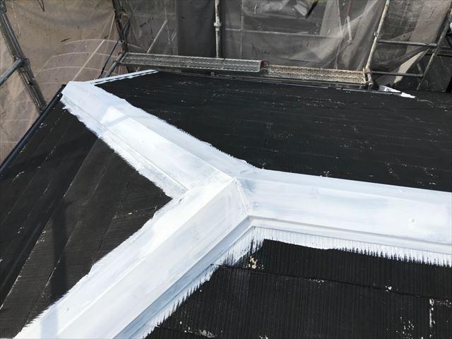 屋根の棟板金の下塗り塗装、完了