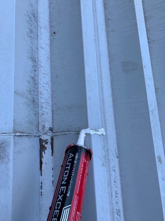 折板屋根のコーキング補修