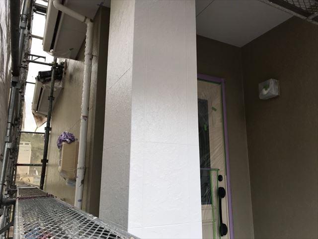 玄関柱の塗装、完了です