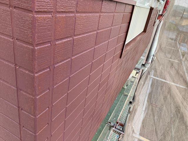 陸屋根外壁の中塗り塗装です