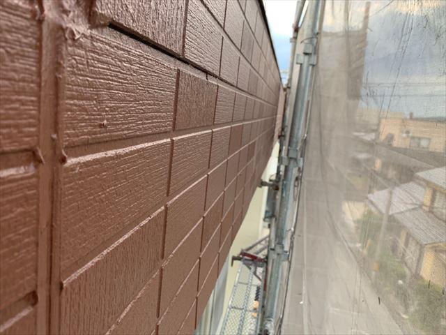 陸屋根の外壁の上塗り塗装です