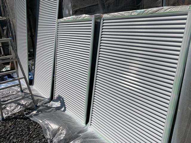 雨戸の吹き付け塗装です