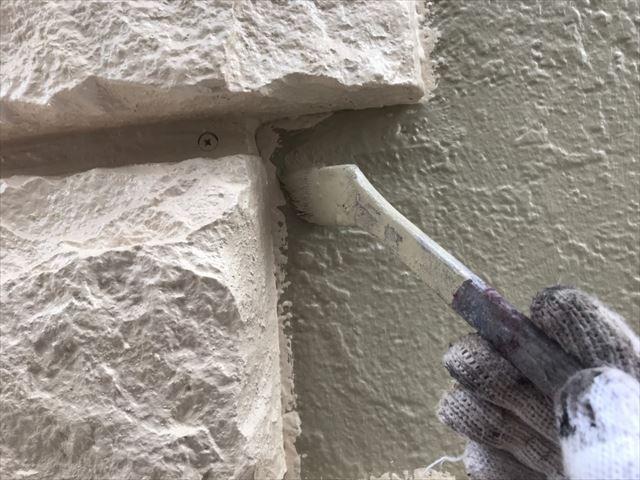 飾り石の取り合いの塗装です