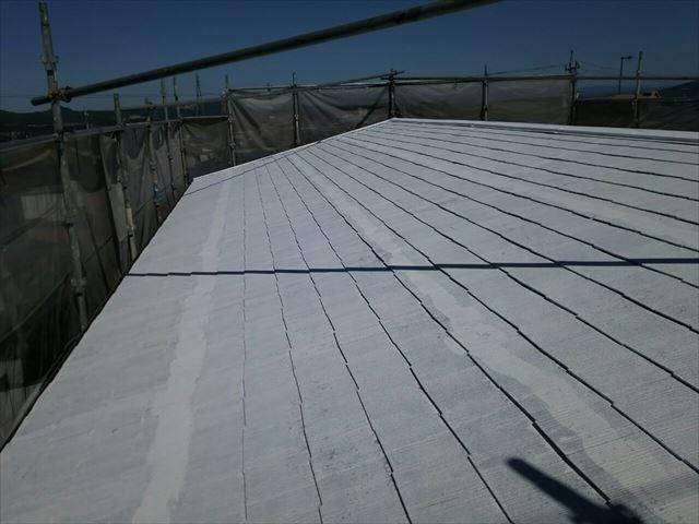 屋根の下塗り1回目完了です