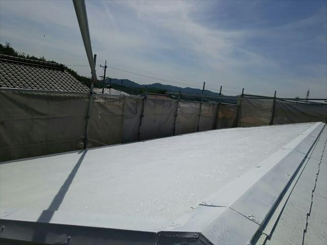 屋根の下塗り2回目完了です