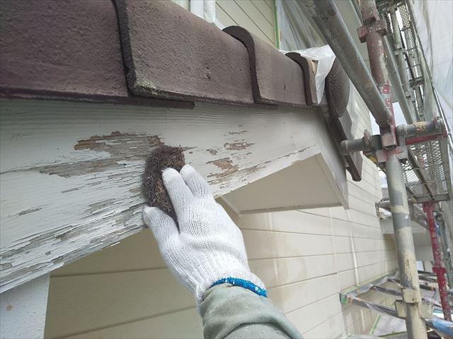 破風板のケレン作業です