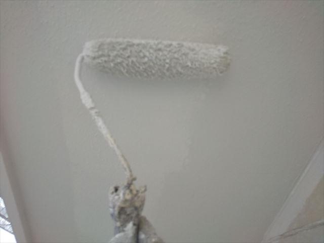 軒天の2回目、塗装です