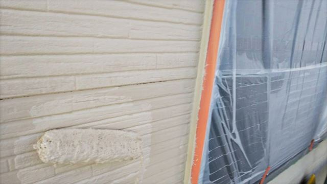 春日井市、外壁の上塗り