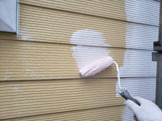 外壁の下塗り2回目