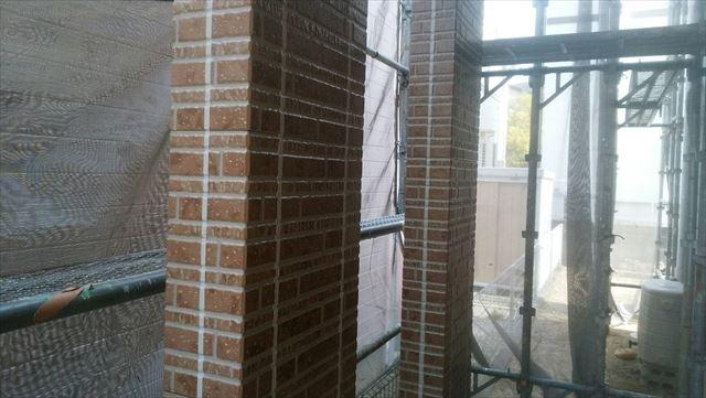 玄関柱の塗装です